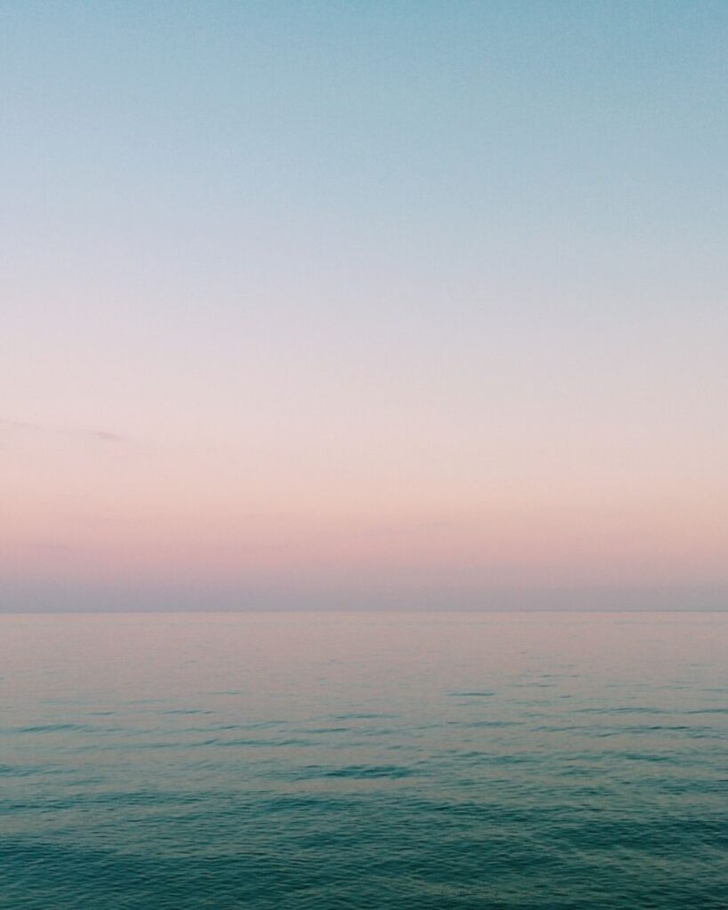 PICTURE OF AN OCEAN